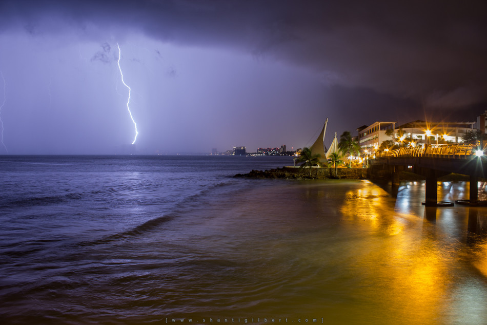 Lightning on the bay